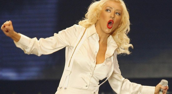 Christina Aguilera rendirá homenaje a la fallecida Whitney Houston